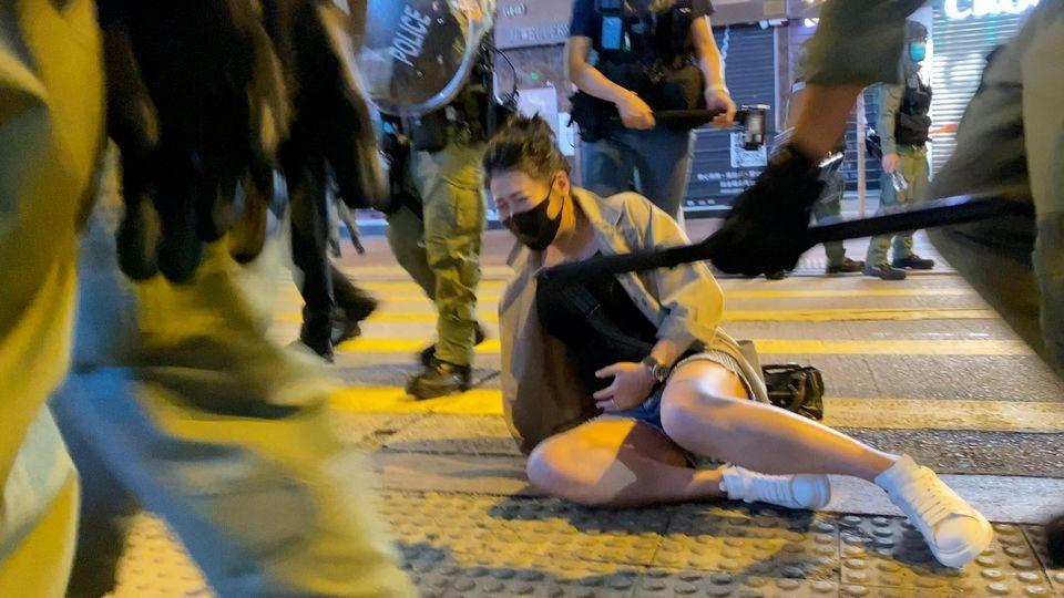 有孕婦在亞皆老街西洋菜南街交界處被警員推倒。( Studio Incendo (CC BY 4.0))