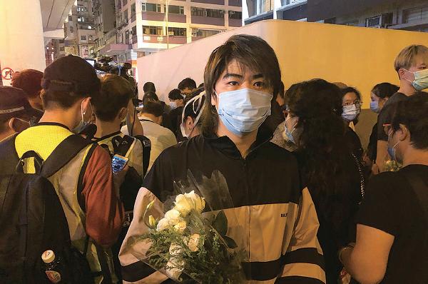 歌手阮民安到場獻花。