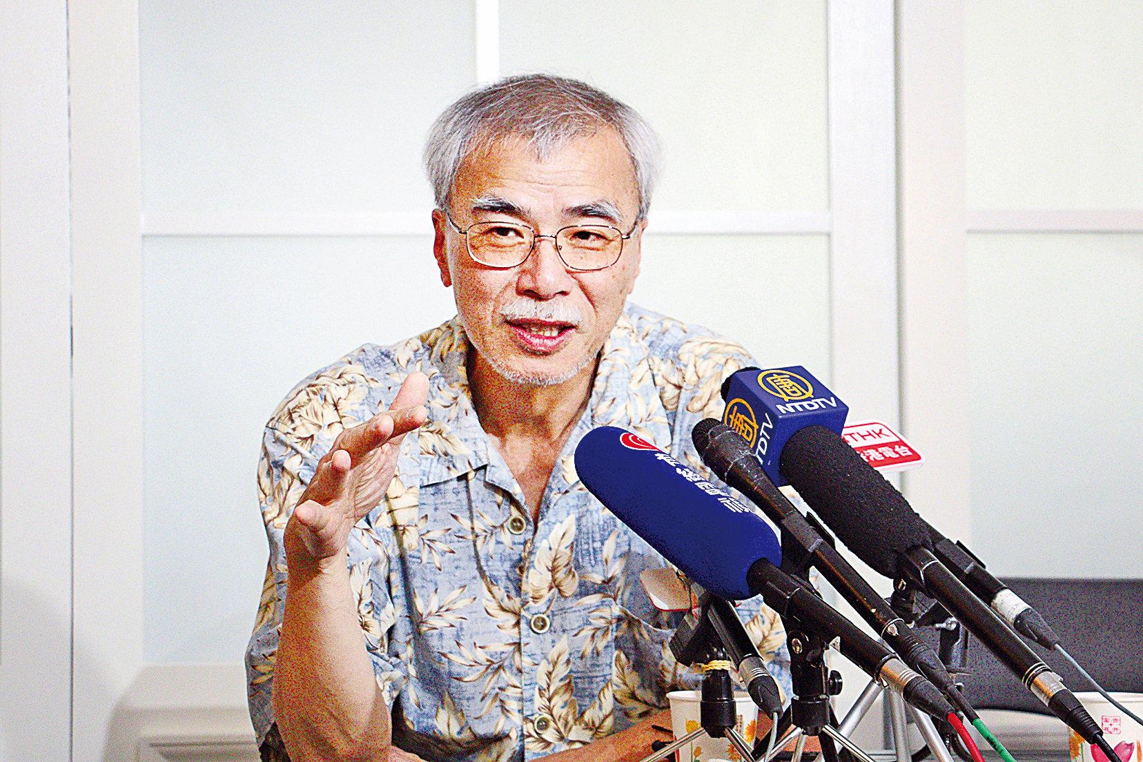 練乙錚提醒,如果當局再拋出新的政改方案一定是騙局,並指中共已暗中從各領域赤化香港。(蔡雯文/大紀元)