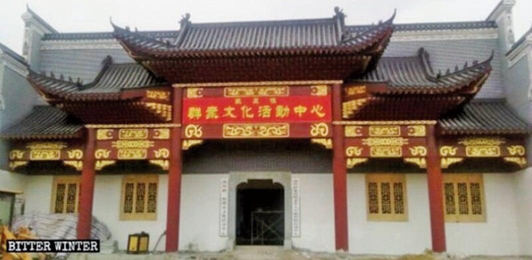 大陸地方宗族祠堂被強拆或被改成紅色文化教育基地。(照片取自《寒冬》)