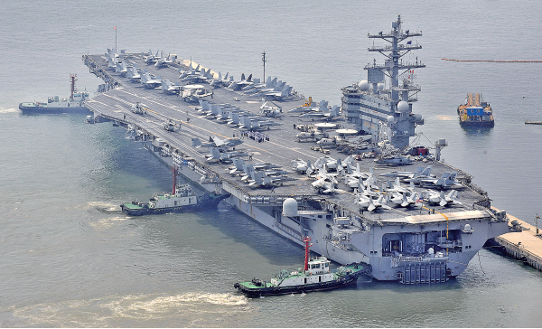 圖為美軍列根號航空母艦。(KIM JAE-HWAN/AFP via Getty Images)