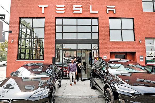 紐約布魯克林的一個特斯拉汽車展銷處。(Getty Images)