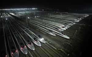 中共國企全綫告急 國鐵集團巨虧955億元 中石油虧300億