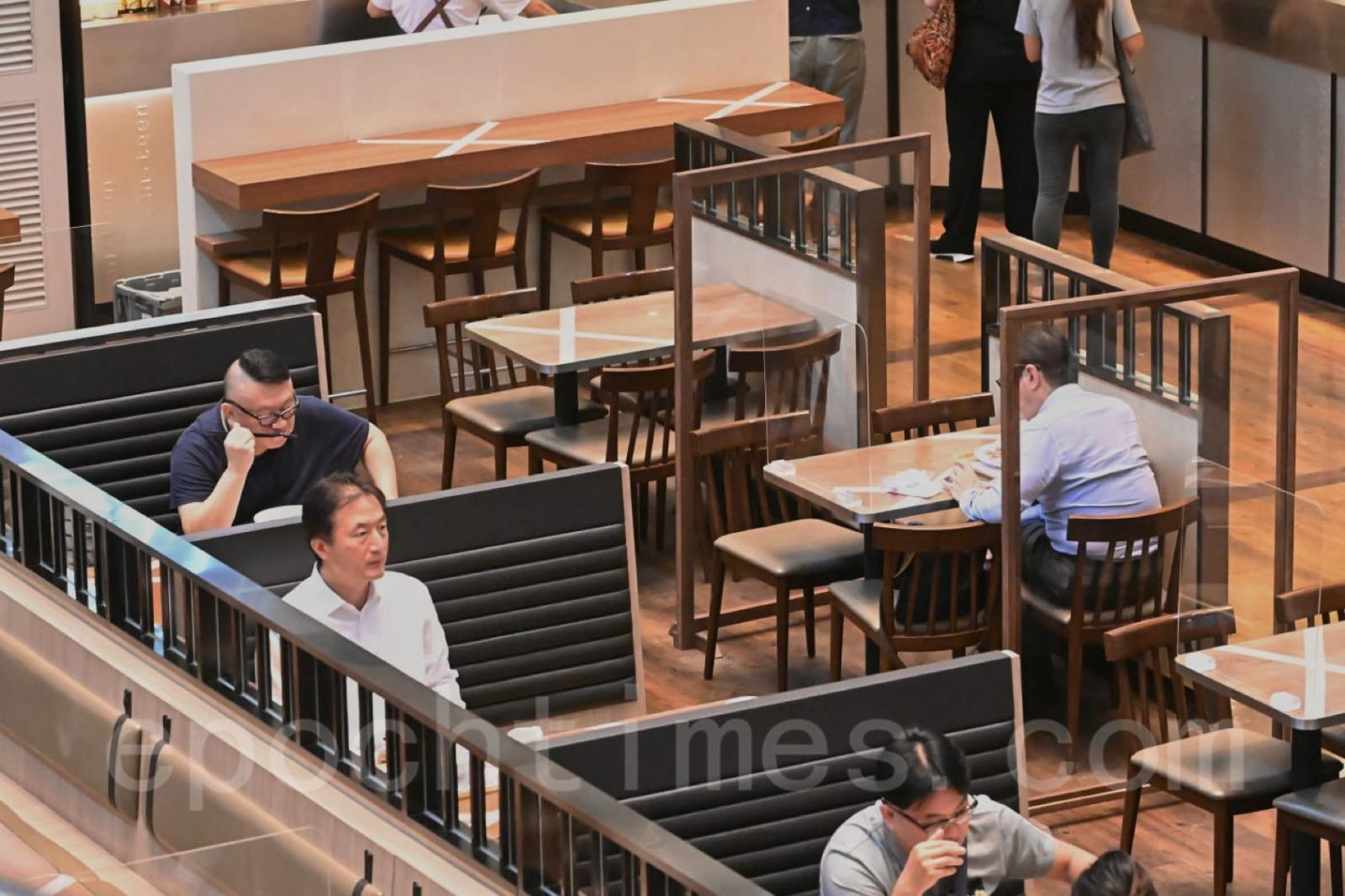 食肆晚市堂食延長1小時至晚上10時,但其它如2人1枱等限制不變。(宋碧龍/大紀元)