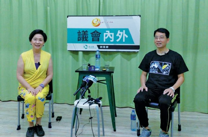 元朗區議會主席黃偉賢表示,元朗區議會將撰寫7.21報告,邀請市民副議員辦事處作證。(貝蒂/大紀元)