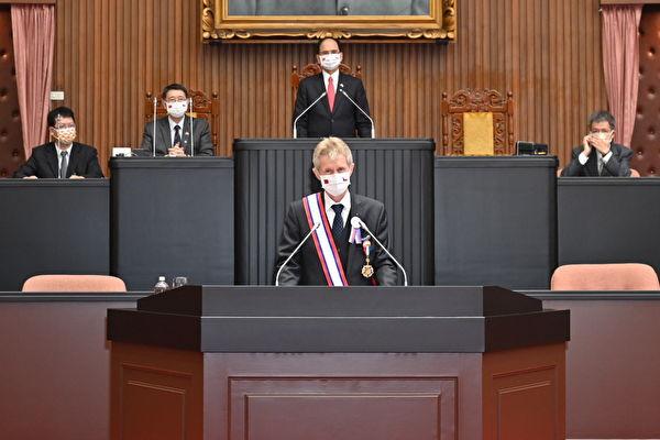 捷克參議院議長維斯特奇爾(Miloš Vystrčil)9月1日在台灣立法院發表演說,效仿美國前總統肯尼迪「我是柏林人」名言,以中文「我是台灣人」,表達對台灣的支持。(台灣立法院提供)