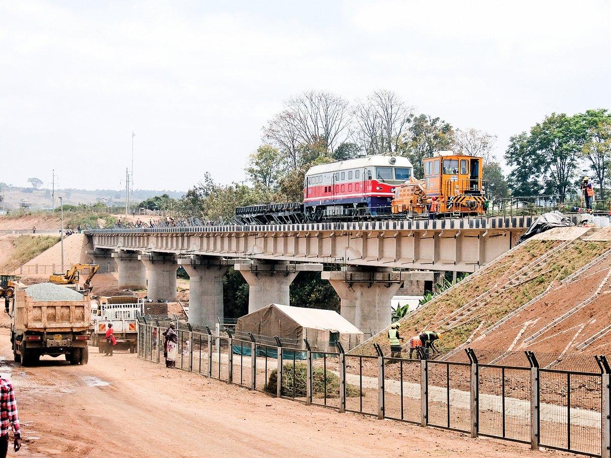 「中交建」下屬子公司「路橋建設」在肯雅內馬的鐵路工程工地。(維基百科)
