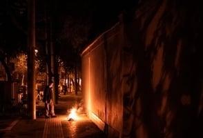 武漢「鬼節」街頭變墳場 市民:長這麼大從未見過