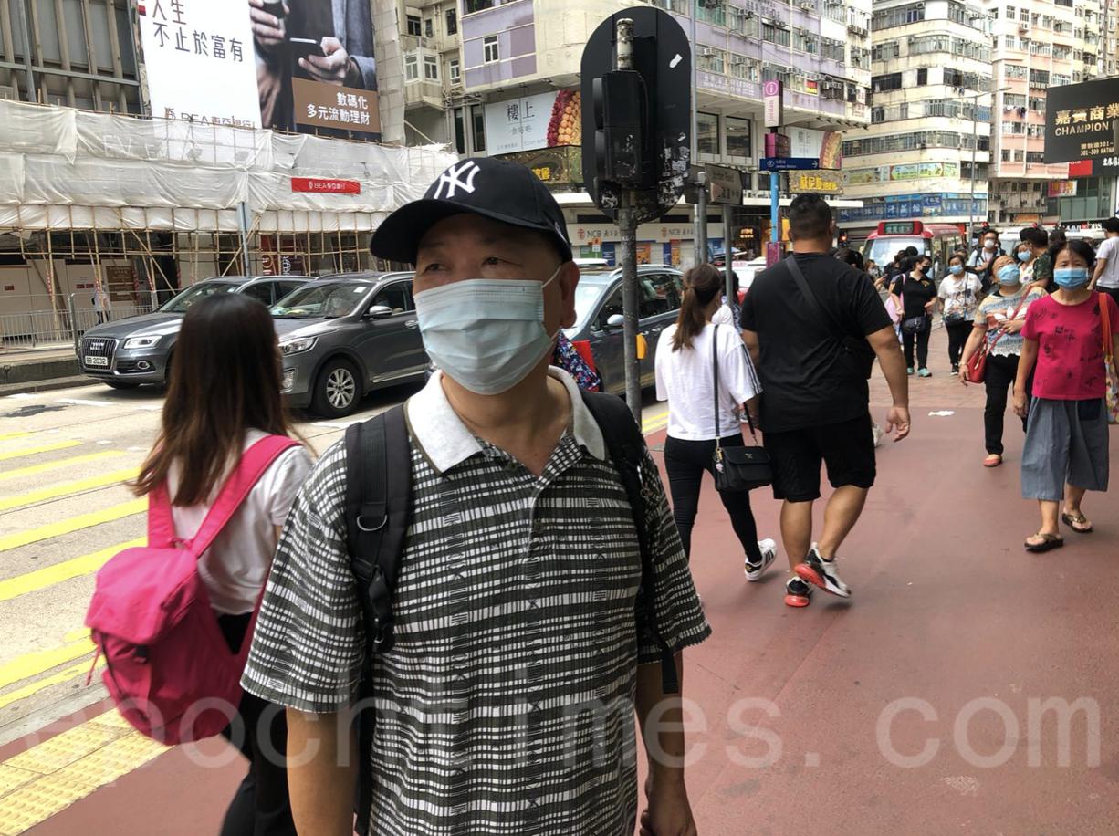 大紀元粉絲張先生說,要打倒共產黨才有真香港。(梁珍/大紀元)