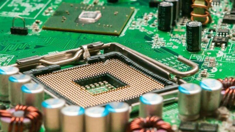 傳美國考慮制裁中芯國際,中信港股股價跌超兩成。綠版業務晶片電路示意圖。(Pixabay)
