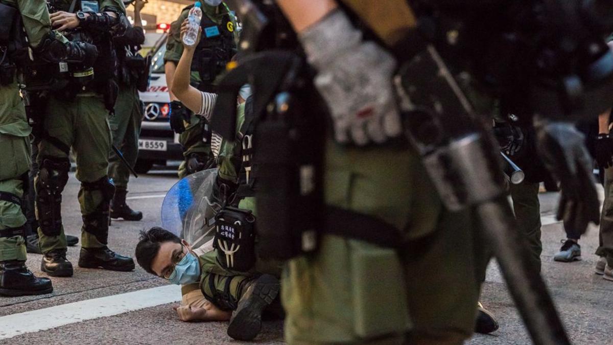 2020年9月6日,香港市民發起「和勇九龍大遊行」,大批防暴警察在街上攔截、抓捕市民。(DALE DE LA REY/AFP via Getty Images)