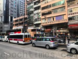 巴士司機向馬路上警員響號被指危駕 袋中檢士巴拿被加控藏有攻擊性武器