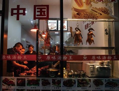 中共從8月中旬啟動的「光碟運動」,大陸餐飲上市企業在隨後的半個月出現股價大跌。圖為示意圖。(Getty Images )