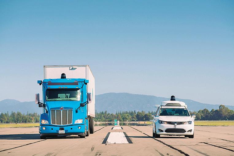 Waymo的自動駕駛卡車和Pacifica小型貨車。(Waymo)