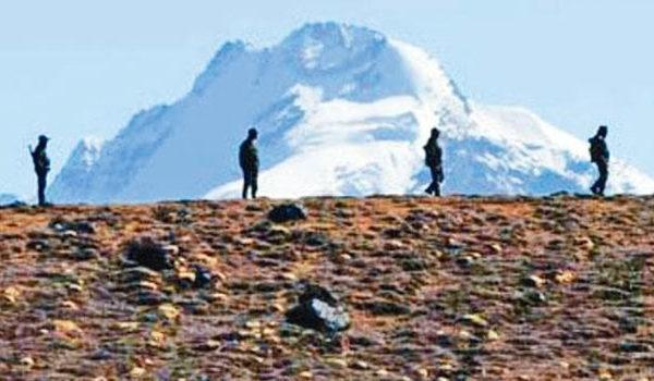在中印邊境駐守的印度士兵 (AFP)