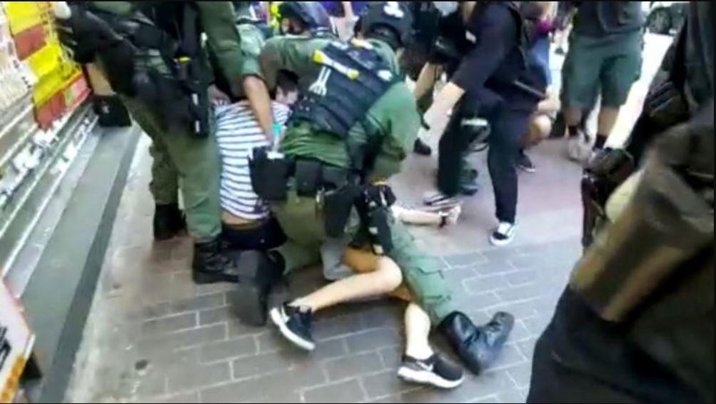 香港十二歲女童遭警無端暴力制伏  各方譴責警暴