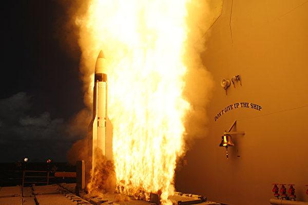 美國陸軍正打造自陸地發射的「全能」導彈,於亞洲部署遠程打擊能力,抗衡中俄。美國特種部隊小型機動偵察機武裝配置驚人,可搭載8枚地獄火導彈及28枚激光制導火箭彈。圖為示意圖。(公有領域)