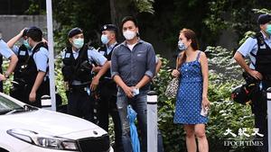 【圖片新聞】親共大波man挑釁聲援快必群眾 卻被警員保護