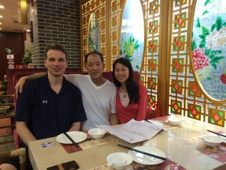 王曉丹(右)18歲離開父親(中),18年後才與父親在中國重逢,可重逢是那麼短暫。(王曉丹提供/大紀元)