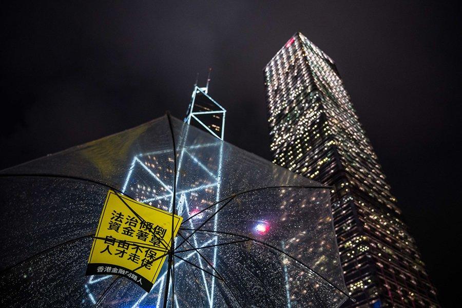 日本金融巨頭SBI於9日表示考慮撤離香港。圖為香港中環的中銀大廈與滙豐大廈。(Getty Images)