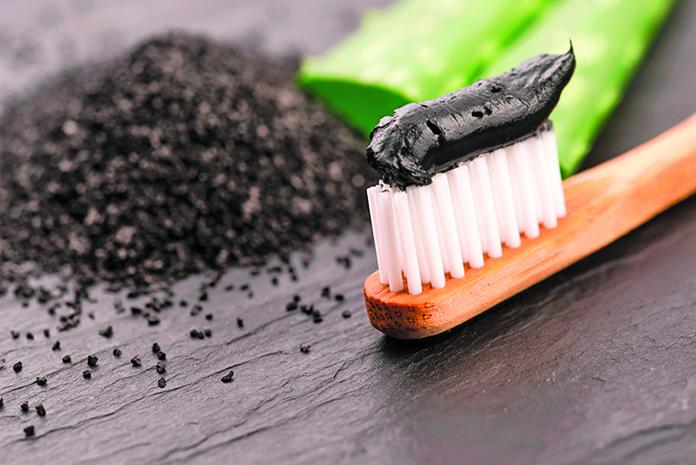 木炭牙膏 真的可以讓牙齒潔白嗎?