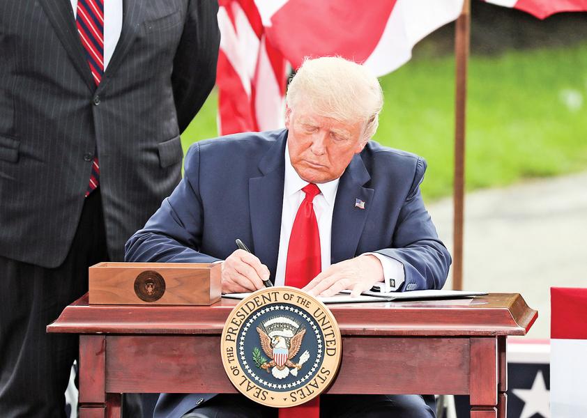 特朗普簽令 擴大佛州石油開採禁令
