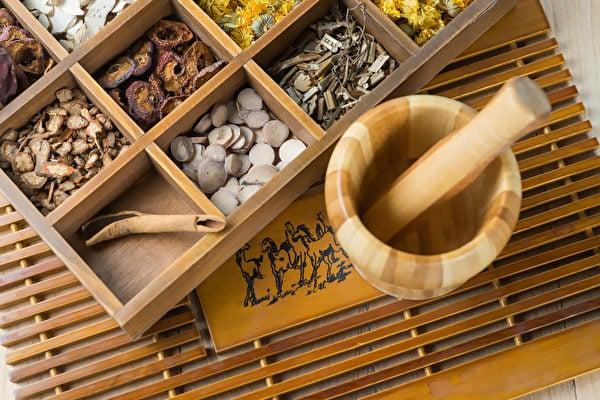 長安城的中醫用宋清手中的藥材,輔以自己開的藥方,往往賣得非常好,大家都因此稱讚宋清。(Shutterstock)