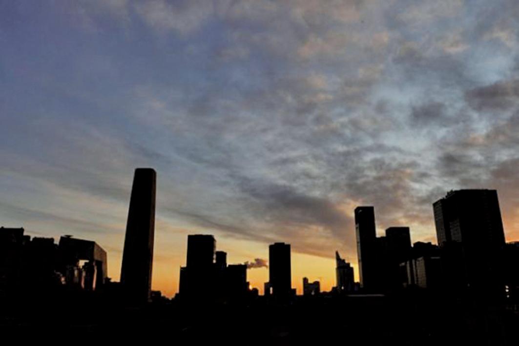 天津樓市進入下行通道,價格跌回到3年以前。圖為示意圖。(AFP/Mark RALSTON)