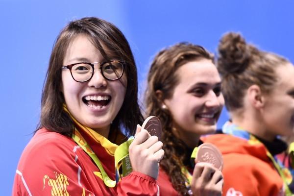 網紅女泳手獲銅牌 笑稱用完「洪荒之力」
