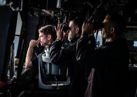 美軍擬開展大型無人戰鬥演練 萬噸巨艦現身南海