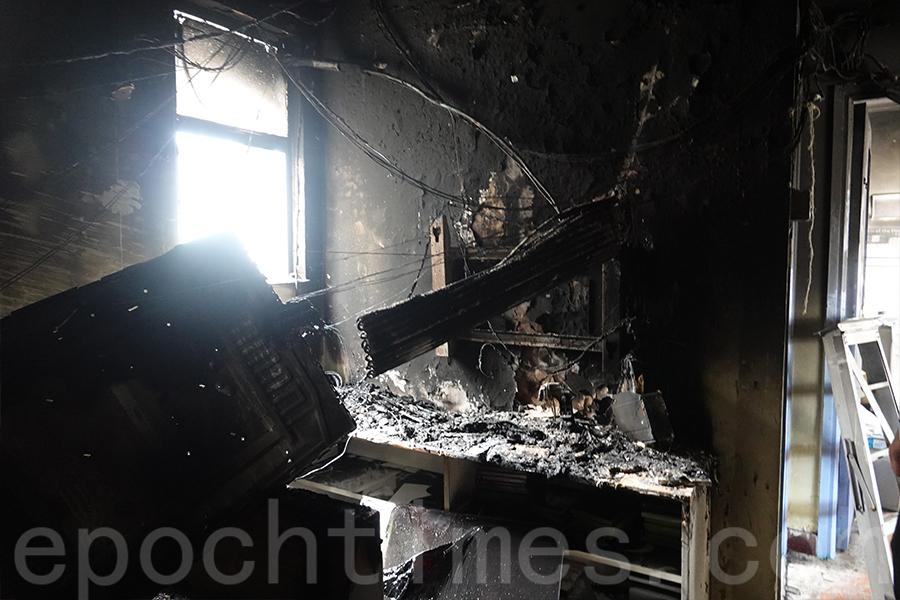 焚毀的冷氣機。(曾蓮/大紀元)