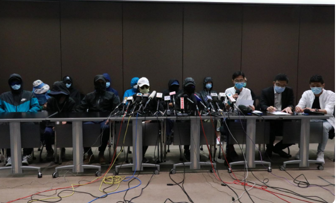 十二港人被送中逾廿天生死未卜 家屬無助灑淚見記者提「四大訴求」