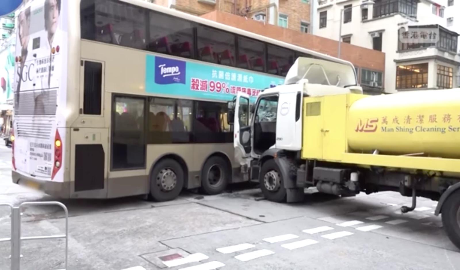 深水埗9月12日下午,發生嚴重交通意外,導致24人受傷,包括兩名兒童。(RTHK影片截圖)