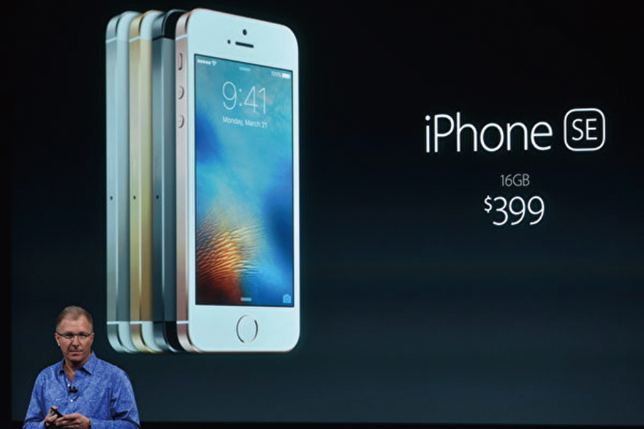 Phone SE搭載一款功能強大的A13處理器,與當前頂級iPhone相同,這一點很重要,表明iPhone SE不會很快過時。(Photo by Josh Edelson / AFP)
