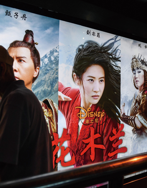 迪士尼拍攝的影片《花木蘭》9月11日在大陸首映,但首日票房慘淡。 (AFP)
