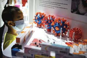 中共未經臨床試驗 向幾十萬人注射病毒疫苗