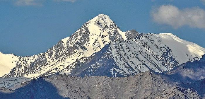 圖為靠近中印邊境衝突地區拉達克的喜馬拉雅山脈。(TAUSEEF MUSTAFA/AFP via Getty Images)