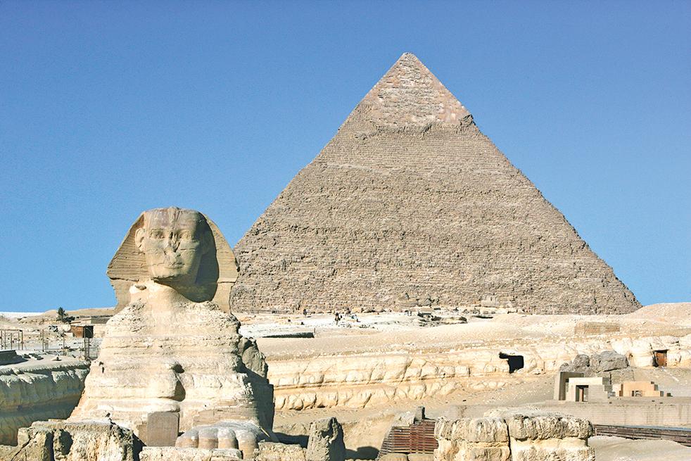 金字塔與獅身人面像交相輝映。