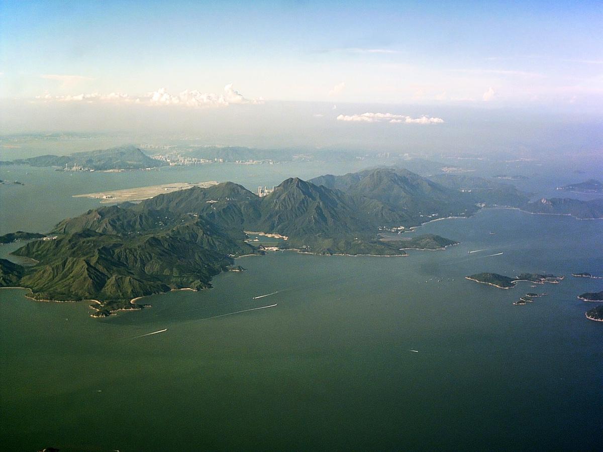 香港大嶼山全景。(Typhoonchaser,Wikimedia Commons)