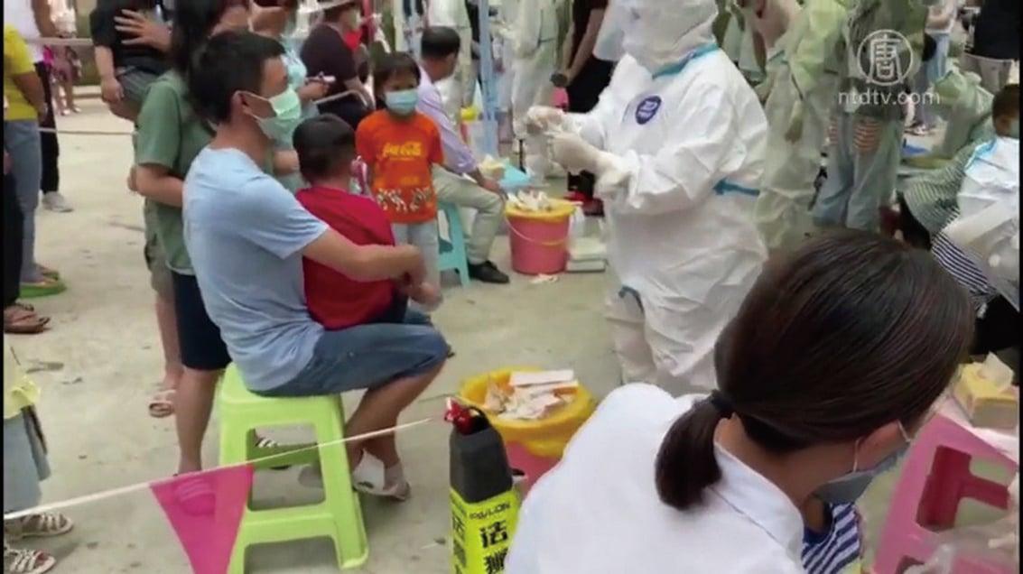中共剛剛舉行抗疫表彰大會,雲南就爆出疫情。雲南邊境進入「戰時狀態」,瑞麗市封城,全民接受檢測。(影片截圖)