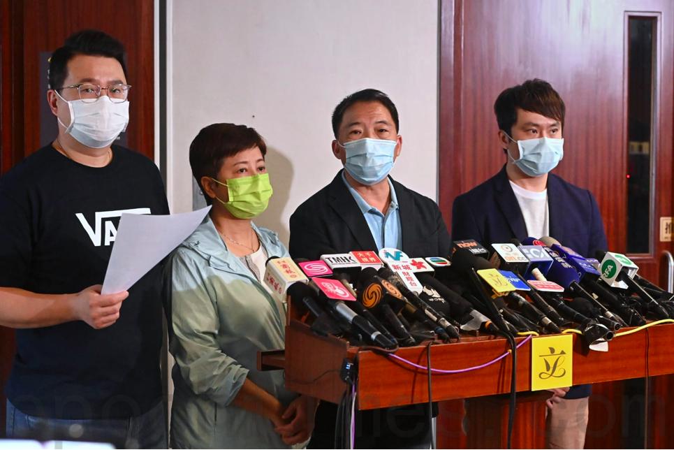 民主黨立法會議員今日(9月16日)回應政府推出第三輪防疫抗疫基金,批評政府救市不救人。(宋碧龍/大紀元)