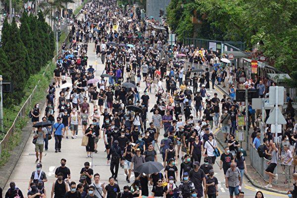 2019年8月11日,市民在長沙灣道遊行。(余鋼/大紀元)