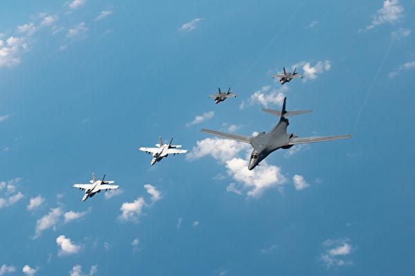 中共於台海等海域軍演挑釁、持續對台騷擾不斷。9月15日,前台灣國防部長蔡明憲表示,共軍的軍事行徑已構成准戰爭行為。蔡英文總統表示,台灣不會向打壓低頭。美國務院亞太助卿史達偉強調:「美國一直都在。」(U.S. Air Force photo by Staff Sgt. Peter Reft)(U.S. Air Force photo by Staff Sgt. Peter Reft)