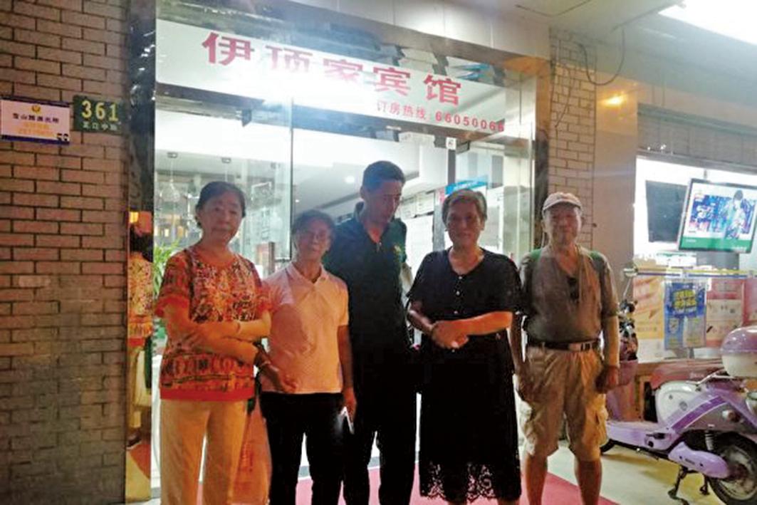 上海靜安區訪民陳忠民因進京上訪,被政府人員截回後關押在「伊頂家賓館」41天。(受訪者提供)