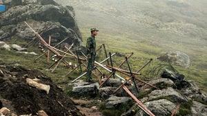 中共軍隊改換地點集結 印軍戒備 向邊境運送大量彈藥物資