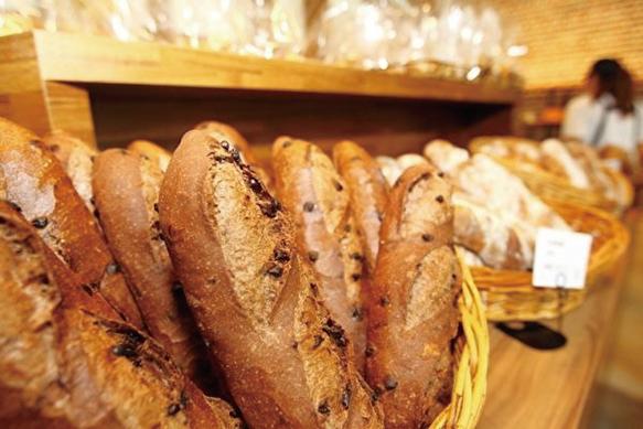台灣知名麵包連鎖店「宜芝多」2015年與中共國企合作,在上海投資逾百家門店,疫情下被逼關店70家。(大紀元資料庫)