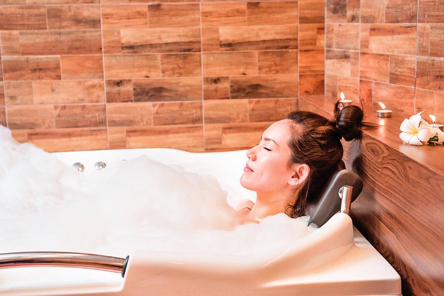 睡前泡澡能助眠泡澡時間、水溫多少為佳?