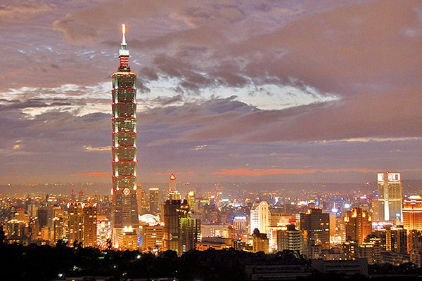 從四獸山拍攝的台北101大樓夜景。(王嘉益/大紀元)