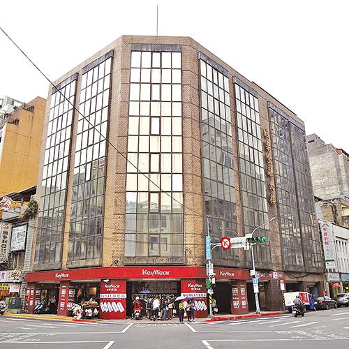 原菊元百貨,現為國泰金融大樓。( Solomon203 /維基百科提供)