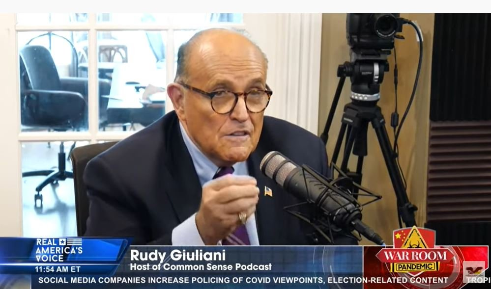 曾擔任列根政府司法部副部長的紐約之王朱利安尼(Rudy Giuliani)9月20日在Warroom頻道表示,要徹底剷除中共這樣的犯罪集團,RICO法案(敲詐勒索和腐敗組織法案)非常適合。(影片截圖/Warroom頻道)